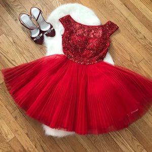 ✨NWOT✨ SHERRI HILL Red Prom/Homecoming Dress
